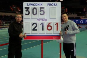 Patryk Wykrota z nowym rekordem Ostrowa na 200 m. – 21,61 s. Natalia Benedykcińska 5,80 m. w skoku w dal